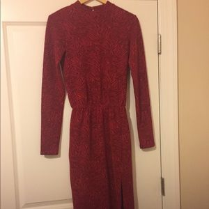 Long sleeve dress with thigh split